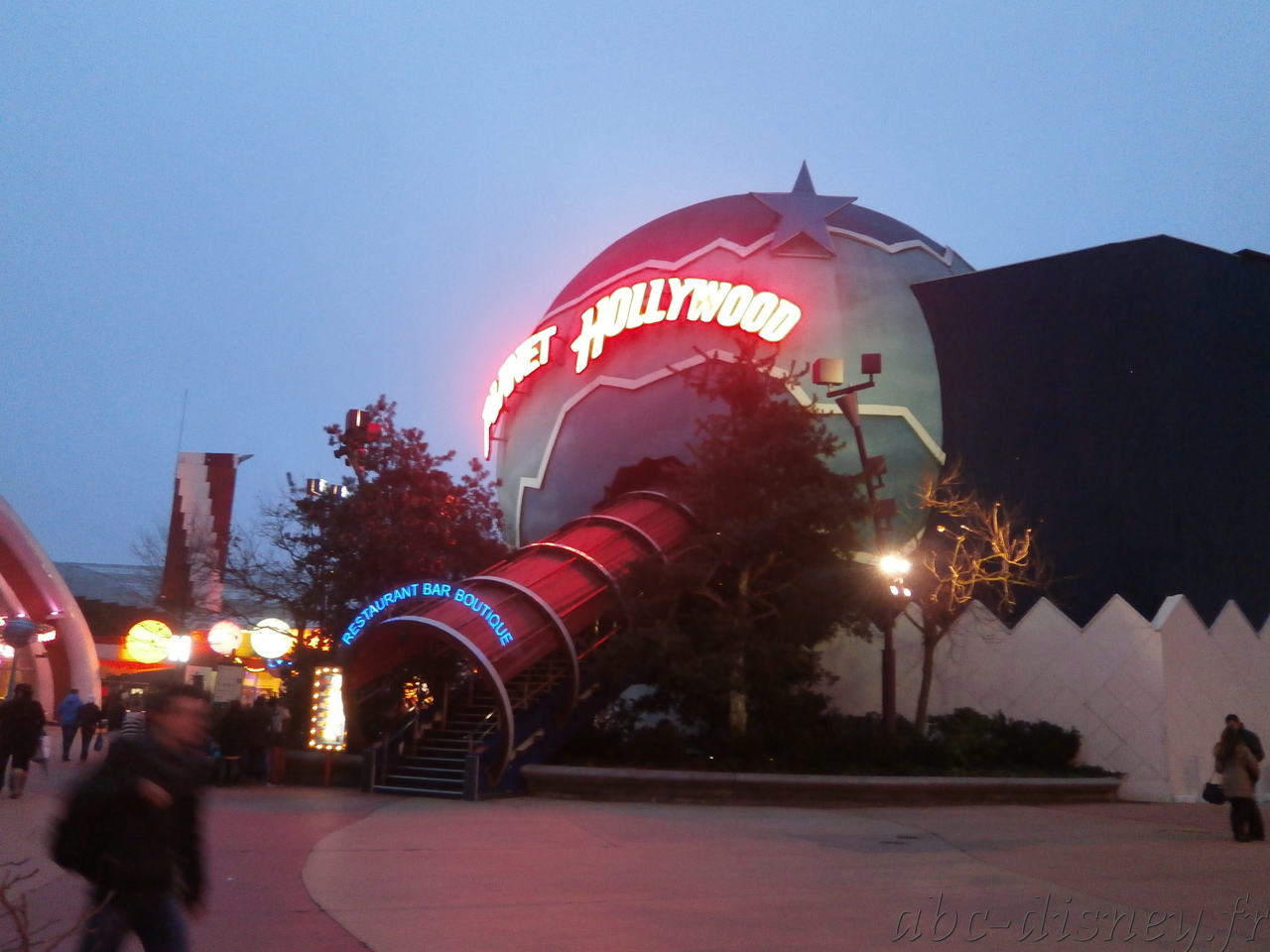 R planet hollywood 9