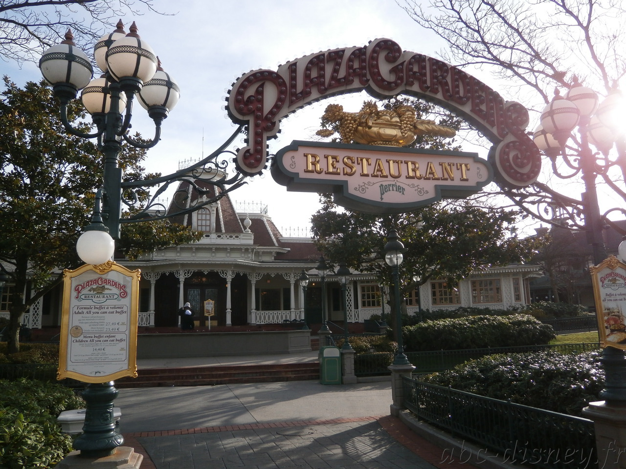 R plaza gardens 3