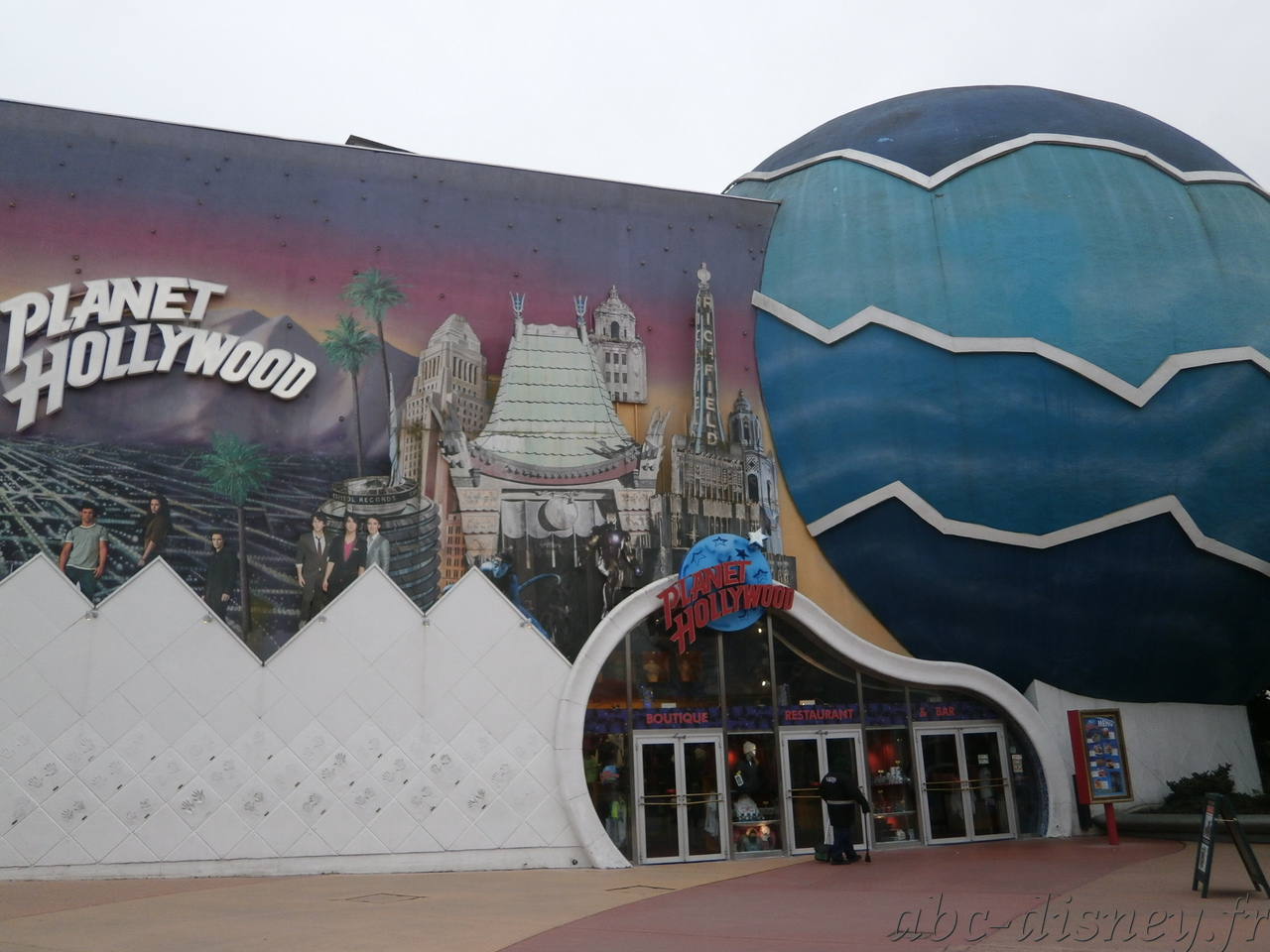 R planet hollywood 1