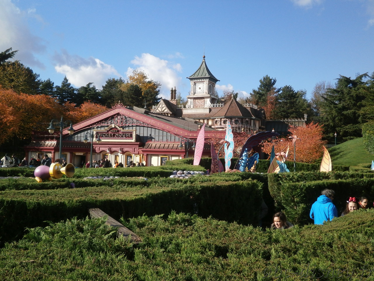 A alice11 meet mickey fantasyland station
